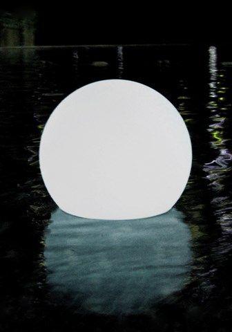Tauchen Sie Ihren Pool in ein ganz besonderes Licht. Ob als Dekoration in Garten und Haus oder als Unterwasserscheinwerfer in Ihrem Swimming-Pool, dieses Leuchtelement lässt das Umfeld in den unterschiedlichsten Farben erstrahlen.LED-Lichtmodul mit abnehmbarer AufsatzformGröße: 25 cmOhne Aufsatzform kann das Lichtmodul dank Magnet außerdem an alle Stahlwandbecken und Fast Set Pools angebracht werdenLED Farben manuell einstellbar (Rot, Blau, Grün, Weiß) oder automatischer Farbwechsel ab Farbe…