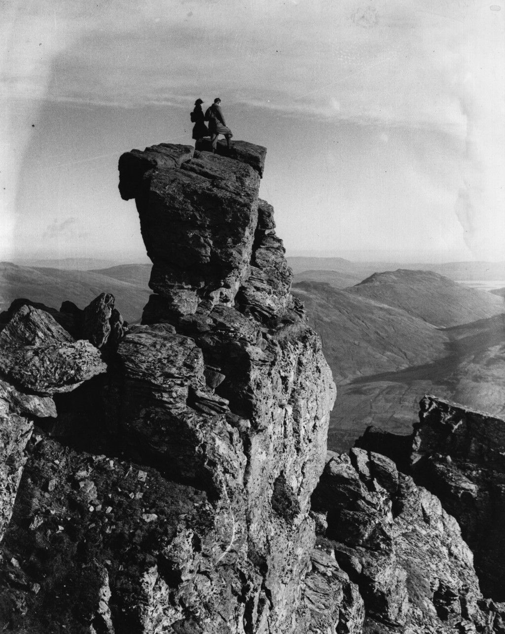 October 1937:  Rock climbers on the 'Cobler' which is between Ben Lomond and Loch Long in Scotland.  (Photo by Fox Photos/Getty Images)