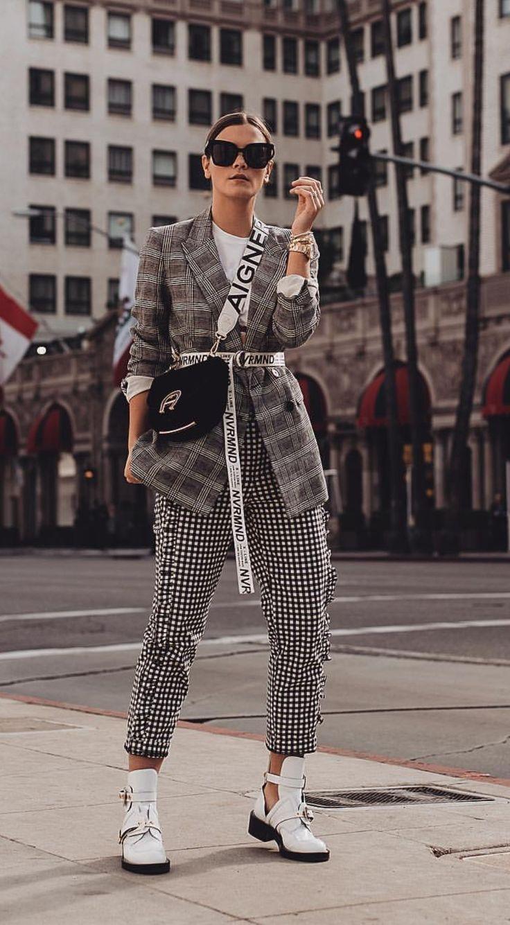 Photo of Outfit: Glencheck Blazer, Slogan Gürtel & Balenciaga Ceinture Cut Out Boots