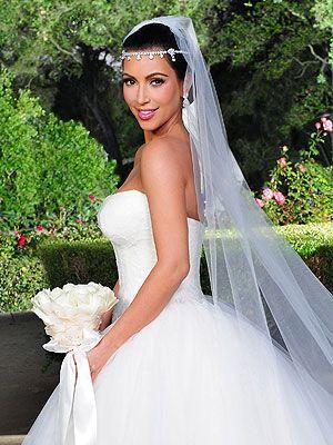 Kim Kardashian S Wedding Hair And Makeup All The Details Robe De Mariee Kim Kardashian Coiffure Simple Mariage Differentes Coiffures