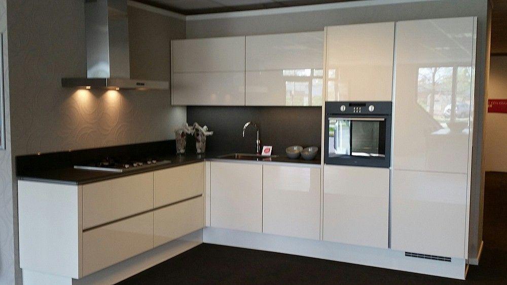 keuken magnolia hoogglans lak inclusief atag apparatuur showroom nederweert. Black Bedroom Furniture Sets. Home Design Ideas