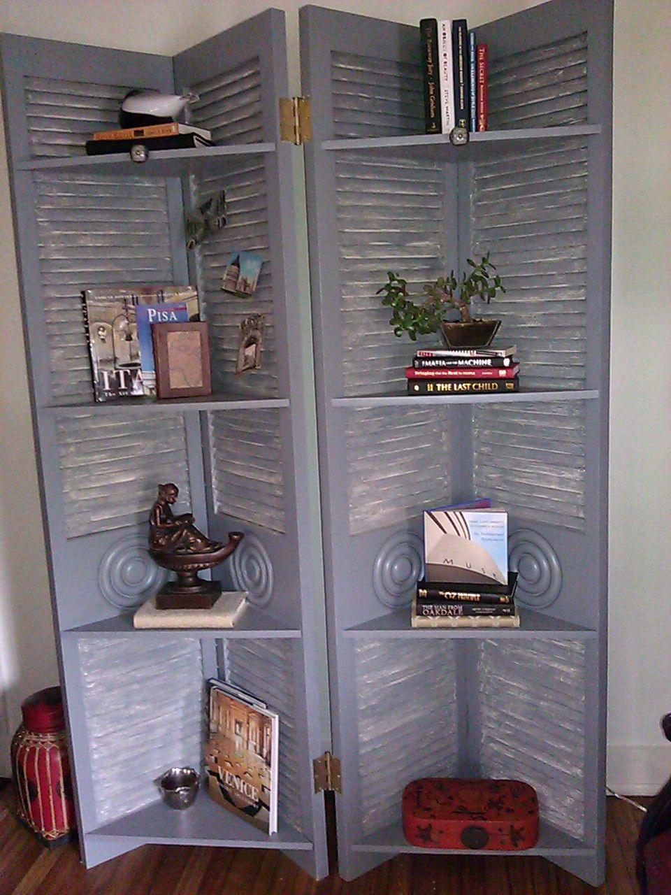 A Screen Bookcase Used In The 2011 Kcsa Showhouse This