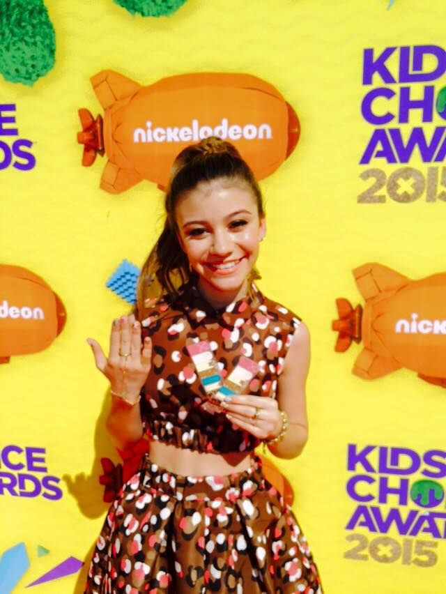 ghannelius with her Make Me Nail wraps on the red carpet at the Kids ...