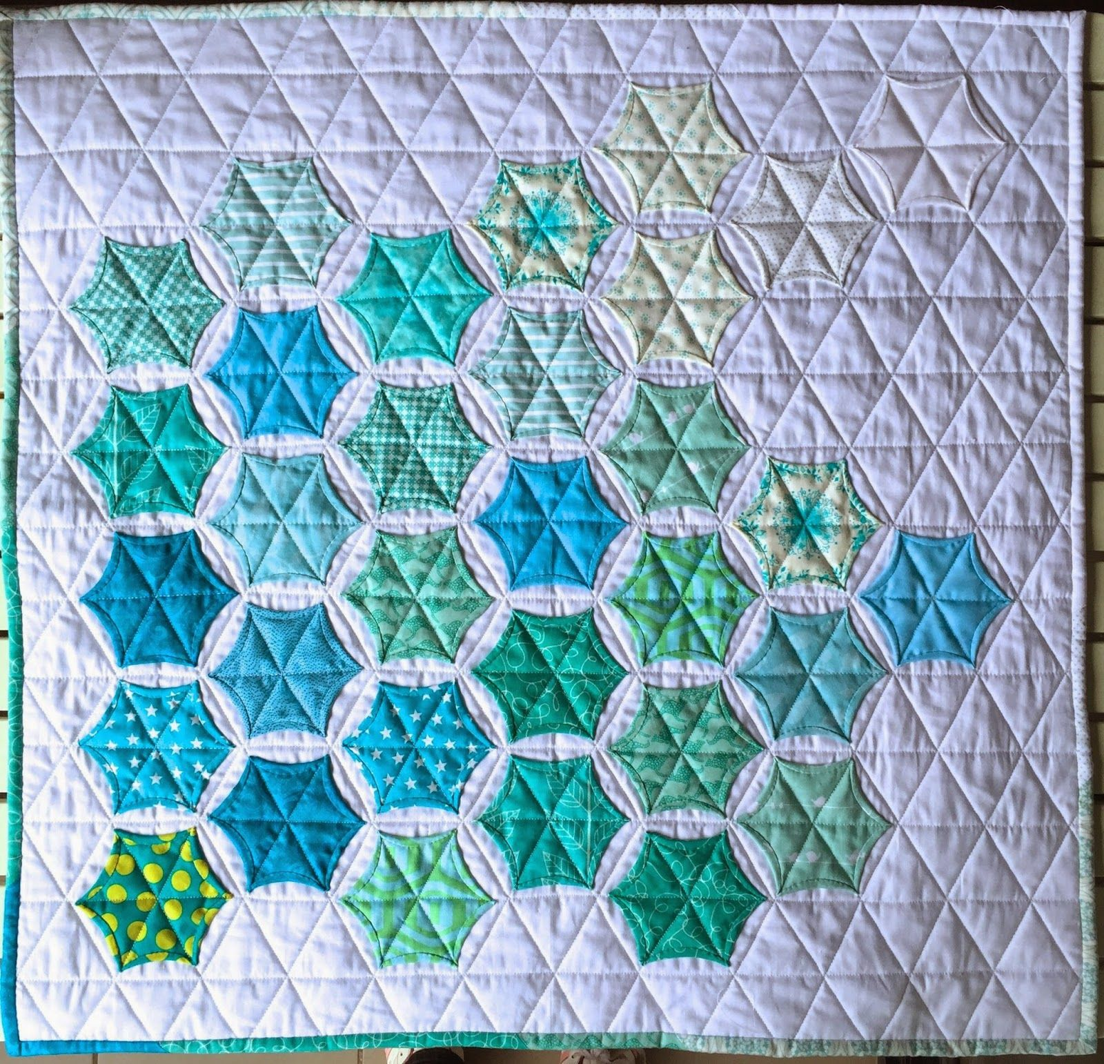 Modern Hexagon Stars Tutorial This tutorial is for a 26 inches x ... : hexagon star quilt pattern - Adamdwight.com