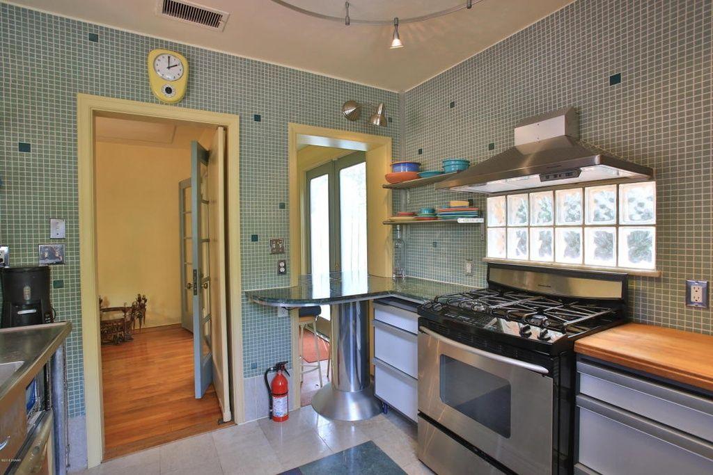 309 Sears Ave Daytona Beach Fl 32118 Zillow Shop Cabinets Daytona Beach Kitchen Images