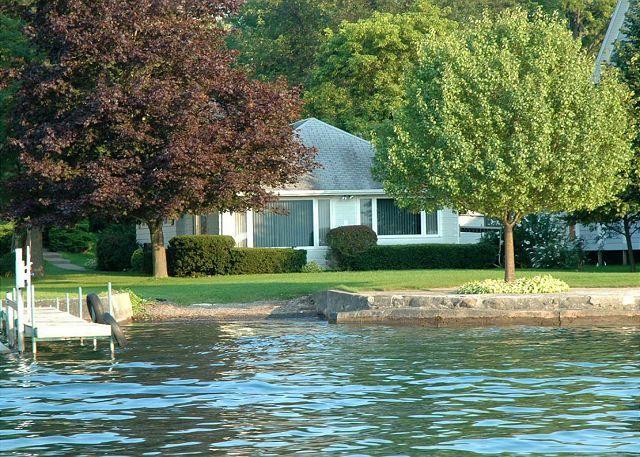 Super Sunny Shores Canandaigua Lake Vacation Rentals Finger Interior Design Ideas Apansoteloinfo