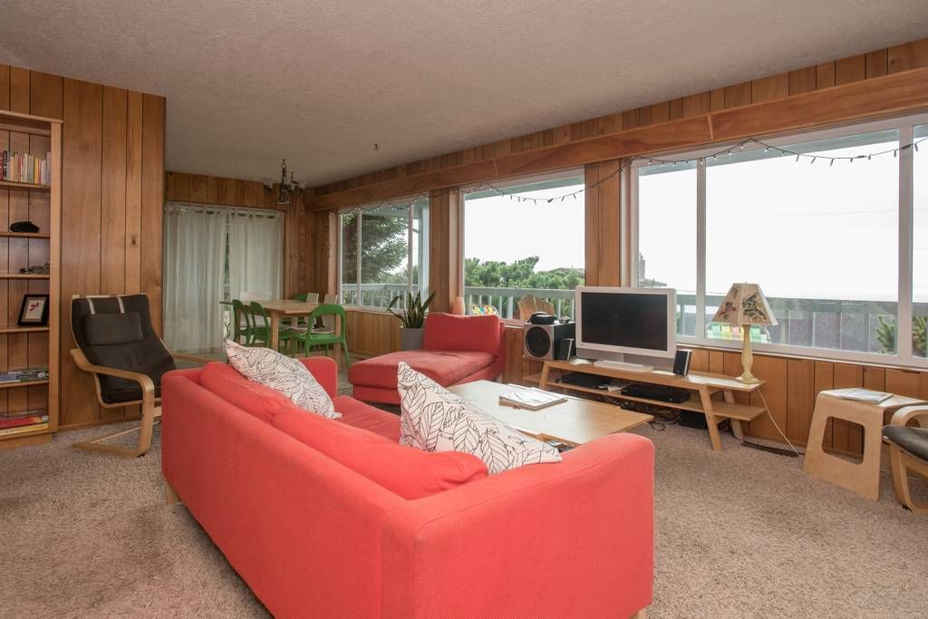 Expansive ocean views from the living room | Oregon Coast