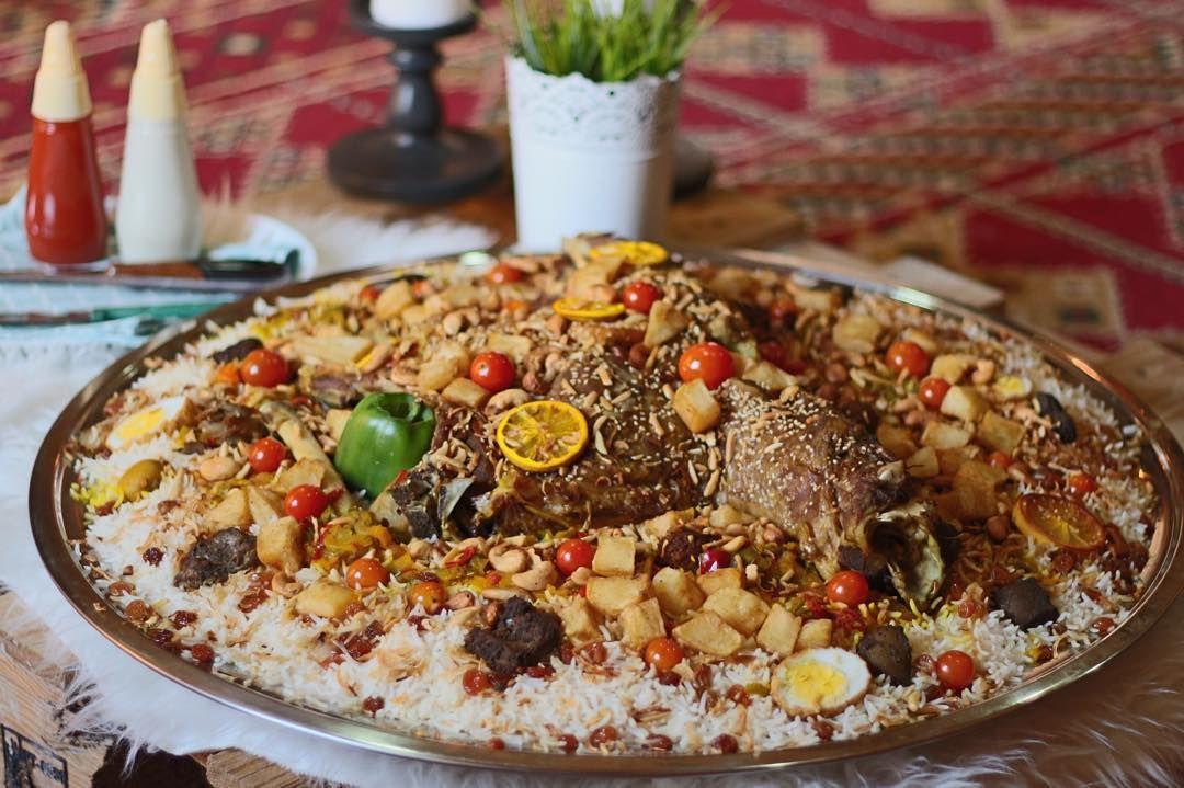 مأكولات مسف On Instagram نقدم لكم خروف مقمر ومدخن بالسمر ومبخر بماء المرق محشي بالمسقعة وصلصة البتر تشكن الهندية و Food Food Styling Acai Bowl