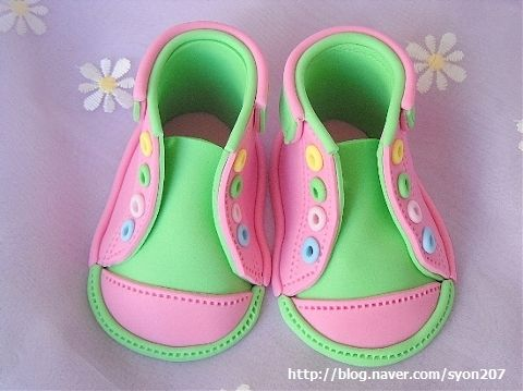 How to make fondant baby converse shoes | Fondant baby shoes