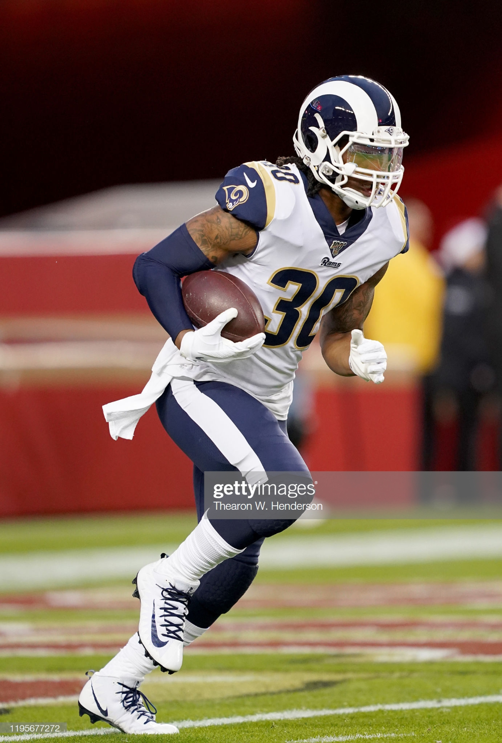 Todd Gurley Of The Los Angeles Rams Warms Up During Pregame Warm Ups In 2020 With Images Todd Gurley Los Angeles Rams Warmup