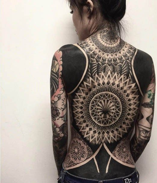 7 Stunning Black And White Back Tattoo Designs For Women Inked Magazine Back Tattoo Geometric Tattoo Best Sleeve Tattoos