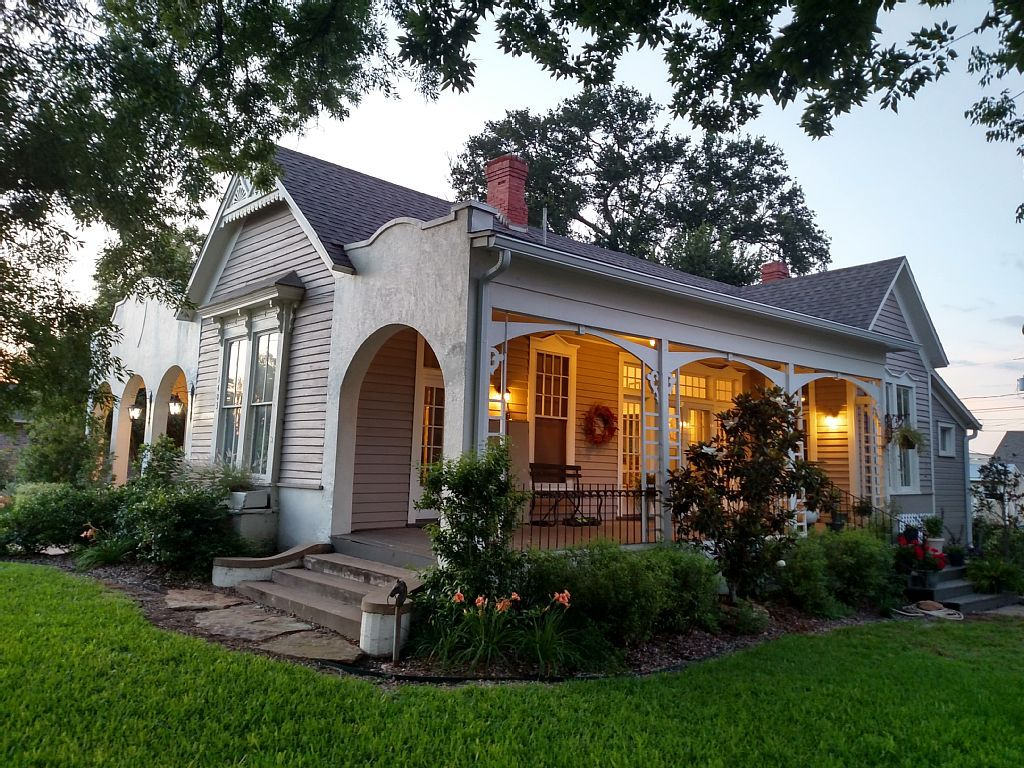 House Vacation Rental In Waco Tx Usa From Vrbo Com Vacation Rental Travel Fixer Upper House Fixer Upper House Built