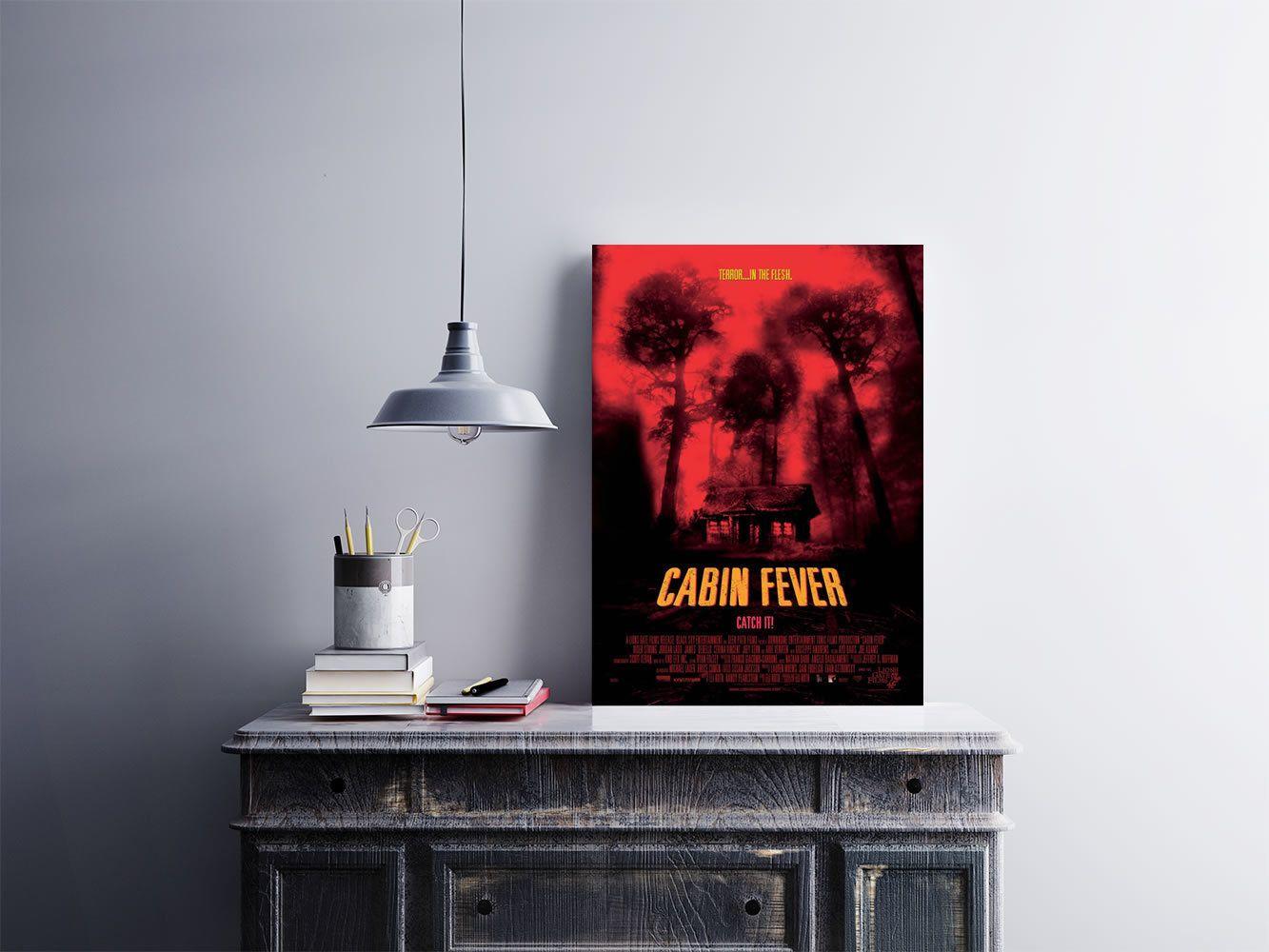 """Placa decorativa """"Filme Cabin Fever""""  Temos quadros com moldura e vidro protetor e placas decorativas em MDF.  Visite nossa loja e conheça nossos diversos modelos.  Loja virtual: www.arteemposter.com.br  Facebook: fb.com/arteemposter  Instagram: instagram.com/rogergon1975  #placa #adesivo #poster #quadro #vidro #parede #moldura"""