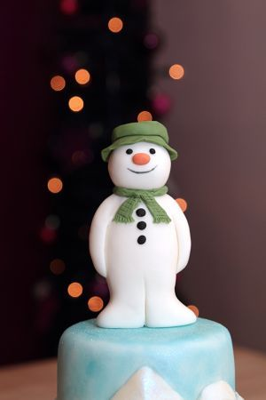 Excellent Raymond Briggs The Snowman Christmas Cake Christmas Cake Personalised Birthday Cards Petedlily Jamesorg