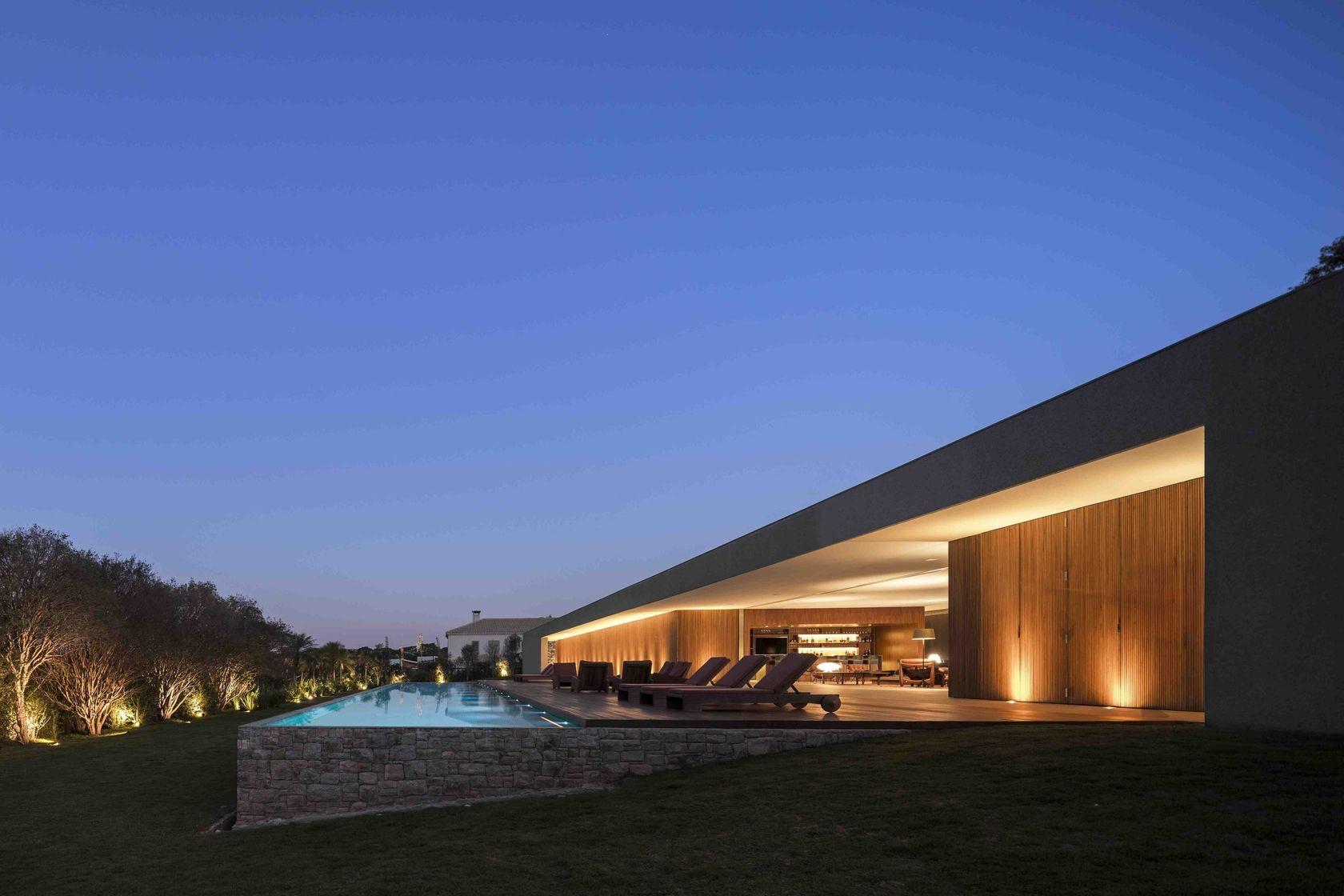 Luxury concrete house large courtyard fabulous fortress in brazil modern architecture casa lee porto feliz sp brazil