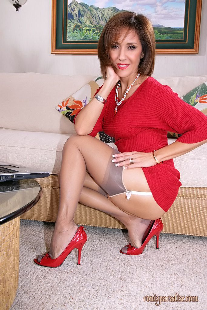 mature paradise ronis Housewife