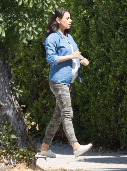 a774567c49d Mila Kunis Photos Photos - Actress Mila Kunis is spotted out running errands  in Los Angeles