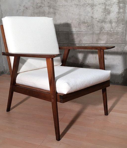 Puristischer, Sehr Bequemer Sessel Aus Den 50er/60er Jahren Im Skandinavischen  Design. Die Polster Wurden Mit Einem Hochwertigem Cremeweißen Polsterstoff  ...