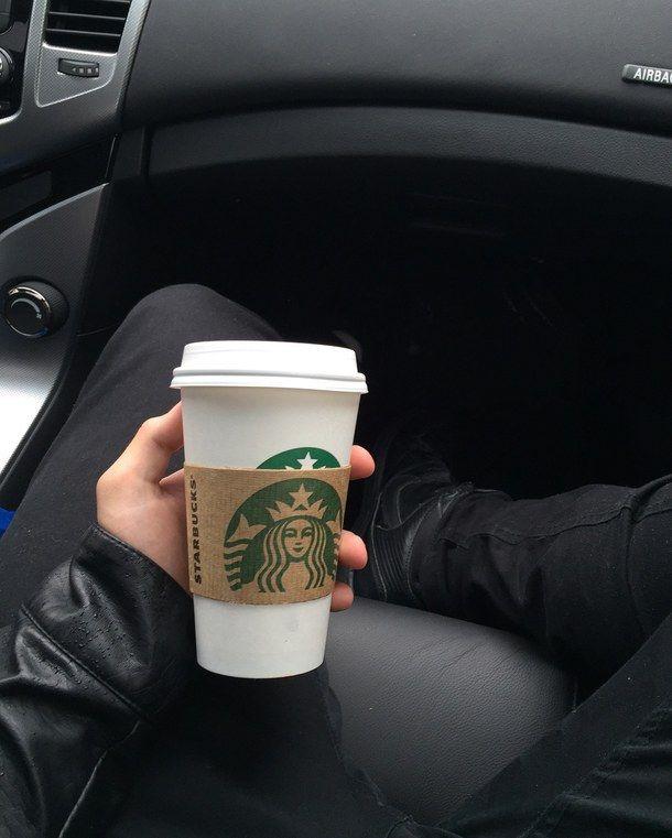 Фото кофе на улице в руке