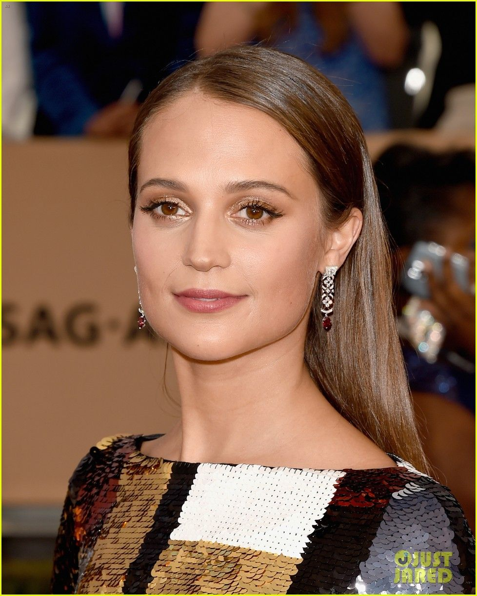 Alicia Vikander Boyfriend | Alicia Vikander Goes Solo at SAG Awards 2016 Sans Boyfriend Michael ...