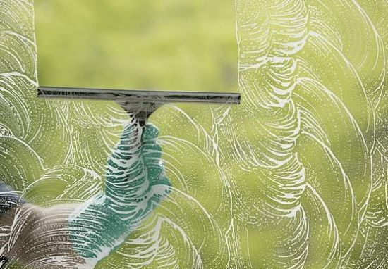 Commercial Window Cleaners Contain Toxic Bleaches And Other