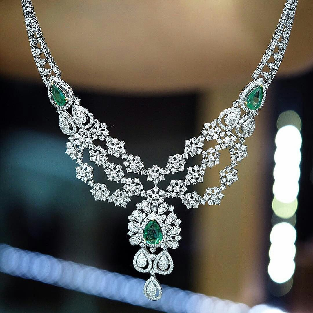 At petchchompoojewelry diamonds necklace with emeralds
