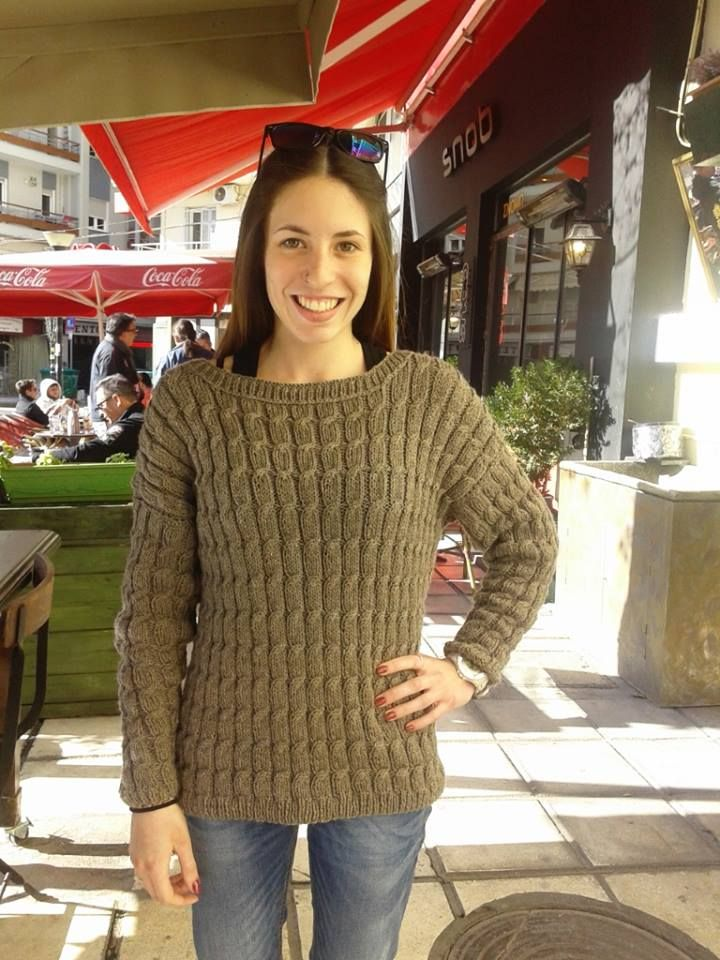 37fd0111bd38 Άλλο ένα υπέροχο πουλόβερ με πλεξίδες που έπλεξε η Ρ για την κόρη της.Σεμινάριο  Πλέξιμο με Βελόνες Γ΄ Κύκλος