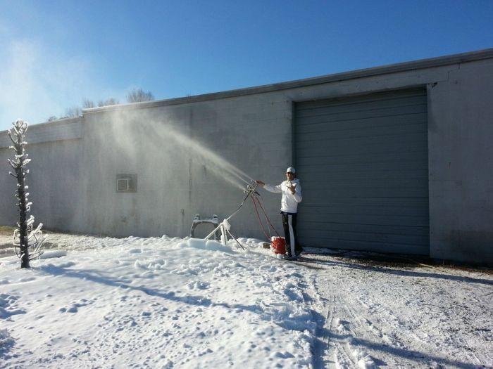 Отец исполнил мечту дочки: сделал для нее снег (6 фото ...