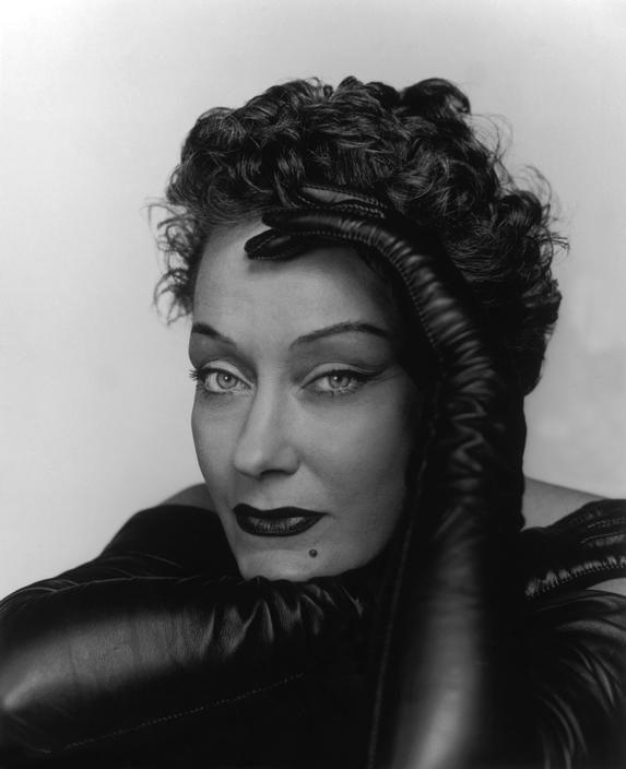 Philippe Halsman-American actress Gloria SWANSON, USA. New York City. Halsman's studio. 1950.