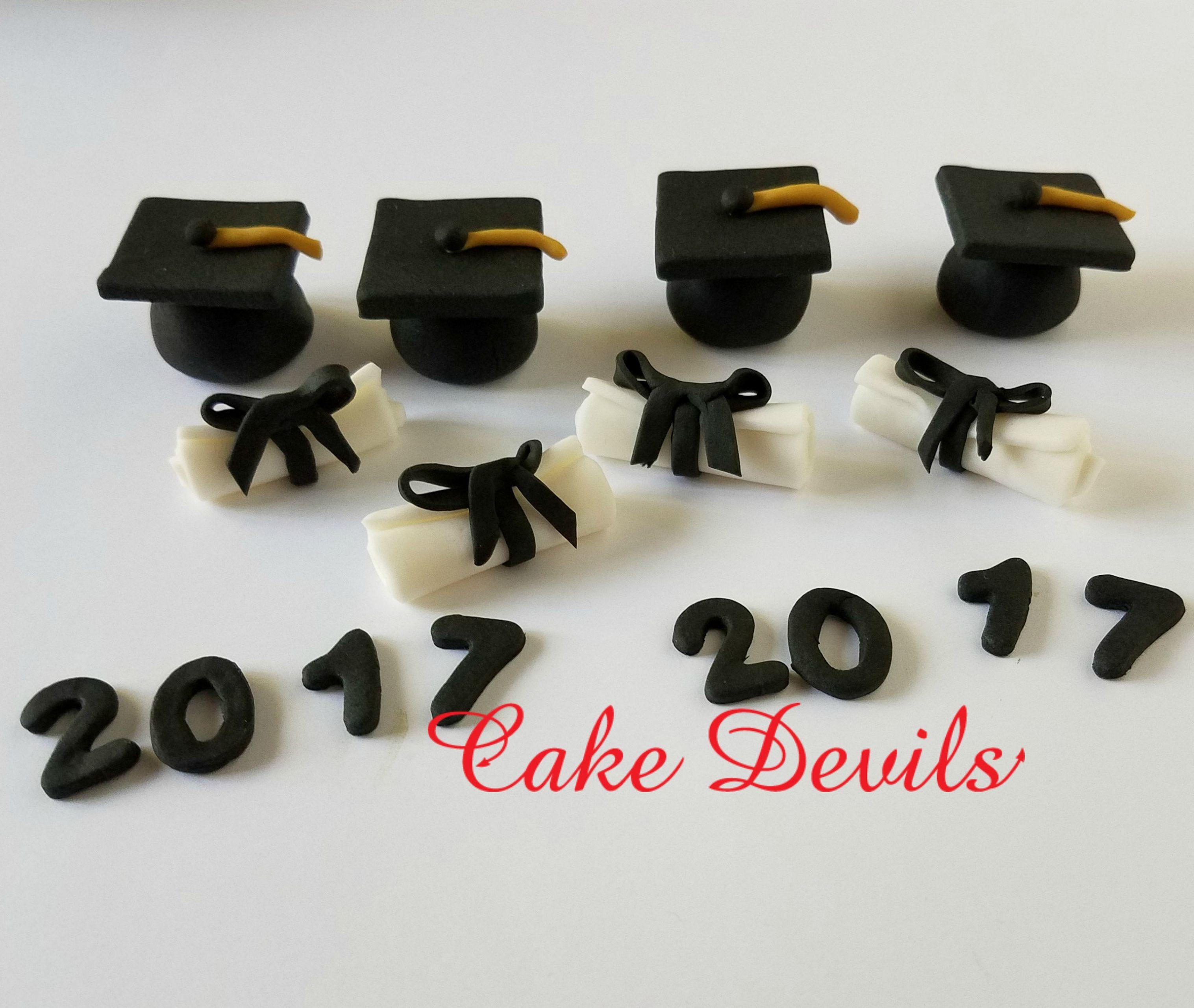 Graduation CupCake Toppers, handmade edible, fondant, Fondant Graduation Cap, fondant diplomia #pictureplacemeant