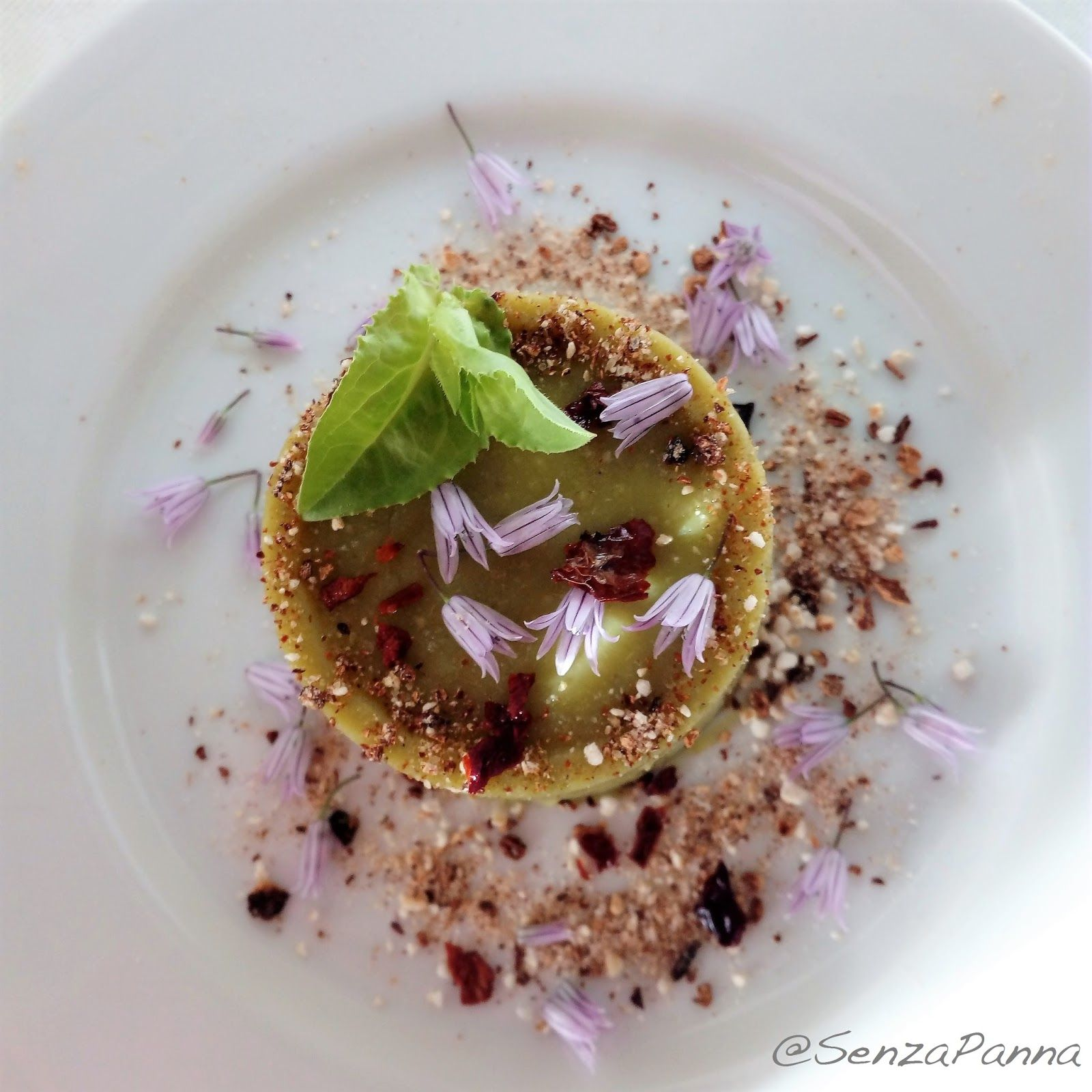 L'ispirazione mi è venuta vedendo un piatto di Fabio Vacca , (chef dell' Hotel Relais e ristorante Villa del Golfo - Cannigione – Sardeg...http://www.senzapanna.it/2017/05/tofu-di-piselli-la-ricetta-del-lunedi.html