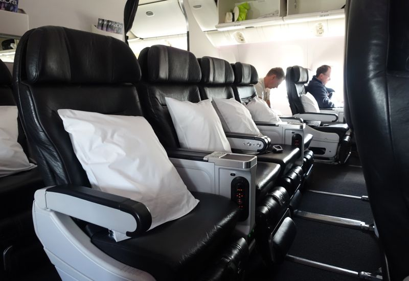 Review Air New Zealand Premium Economy 777 200er Air New Zealand Economy Seats Airline Interiors