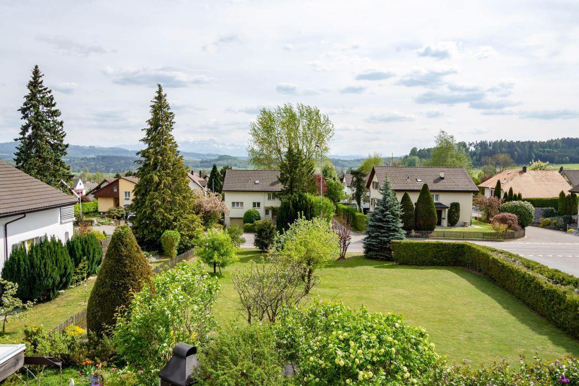 Bauland Fur Einfamilienhaus In Bestehendem Quartier In 2020 Bauland Immobilien Kaufen Immobilien