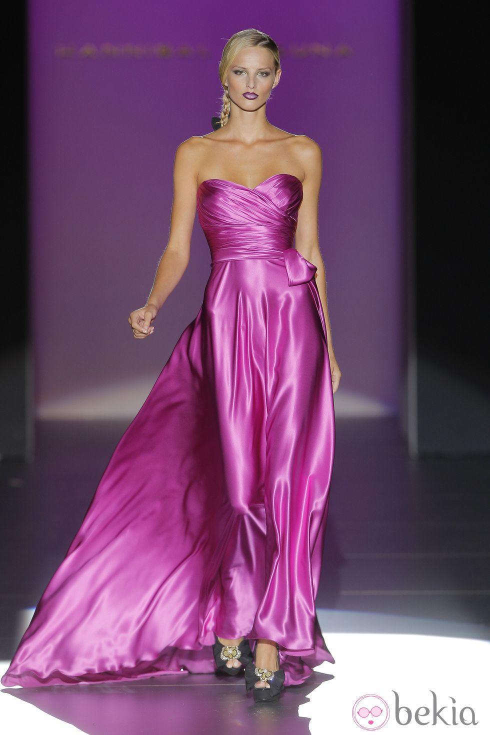 Contemporáneo Vestido De Dama De Sydney Adorno - Colección de ...