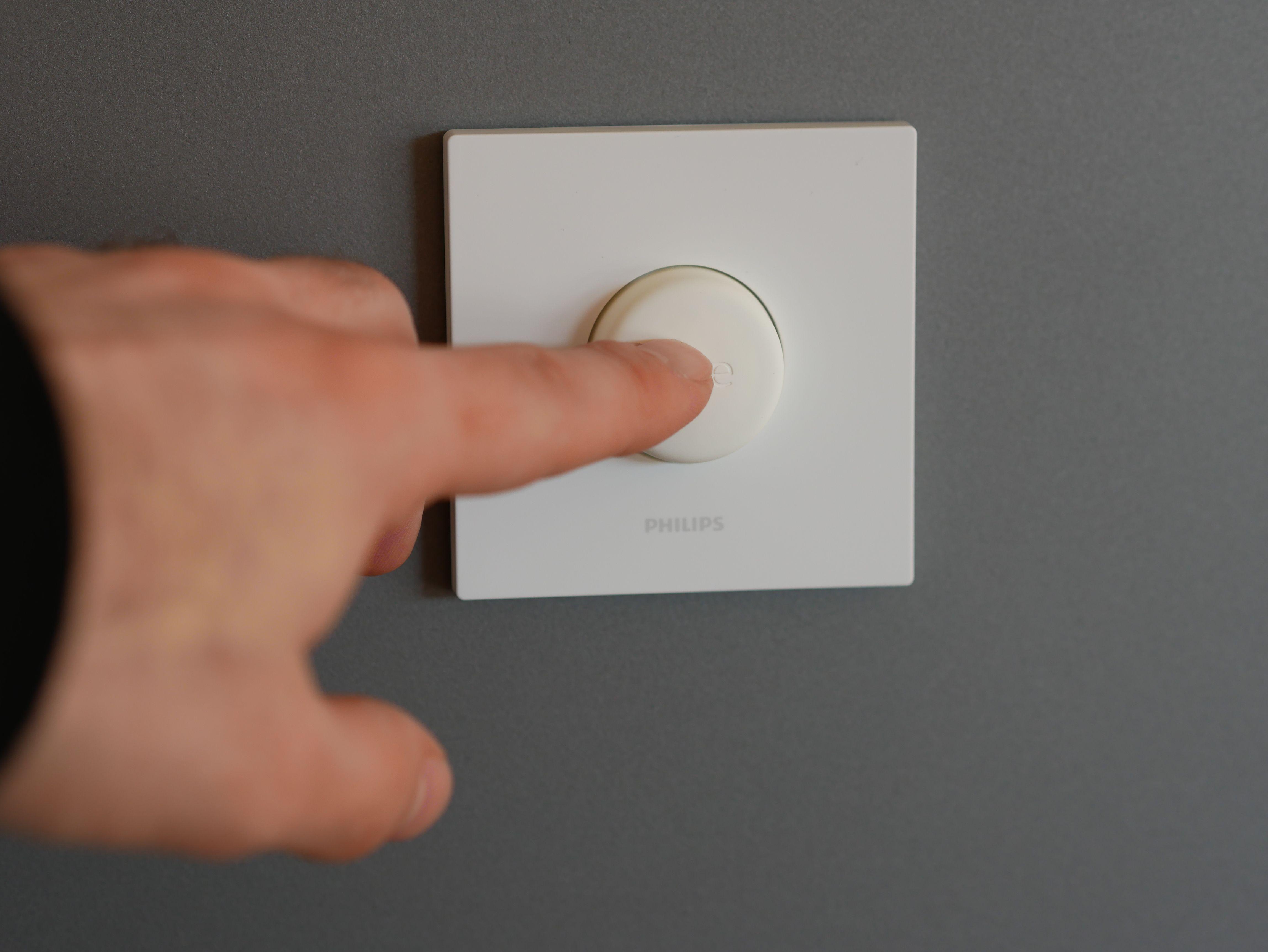 Philips Hue Smart Button Im Test Kompakter Lichtschalter Fur Das Hue System Housecontrollers In 2020 Lichtschalter Lichtsteuerung Hue