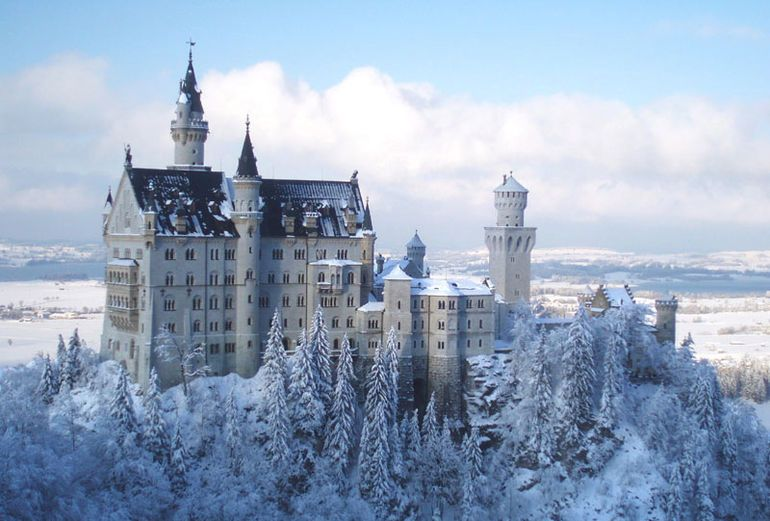 Christmas Snow Pictures Wanderlust Germany S Neuschwanstein Castle Happy Christmas Germany Castles Neuschwanstein Castle European Castles