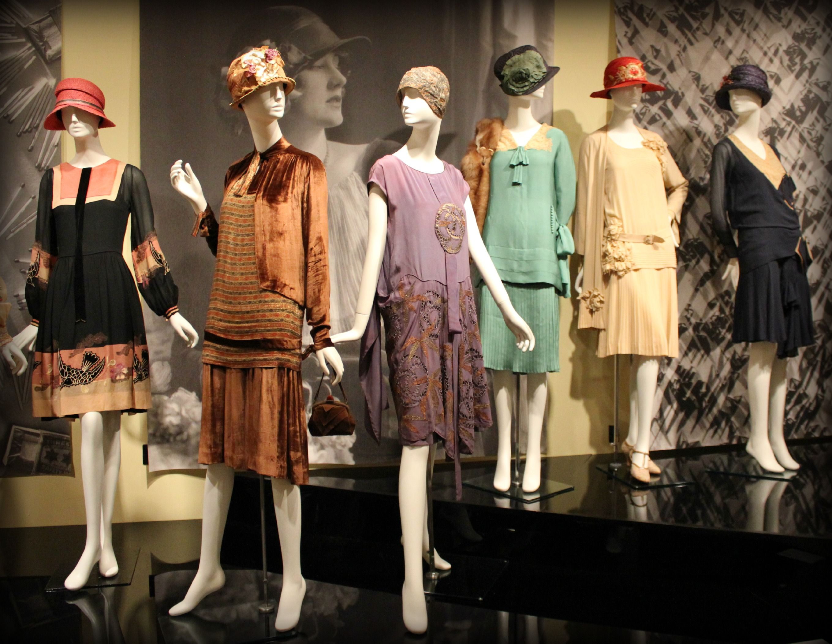Modern Spirit 1920s Fashion Exhibition Via Phoenix Art Museum 1920s Fashion 1920 Fashion 1920 Fashion Trends