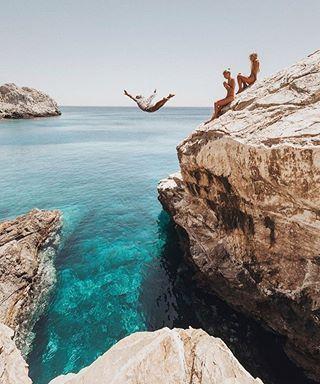FotoViajera en ios una isla muy cerquita de Santorini en Grecia  by doyoutravel