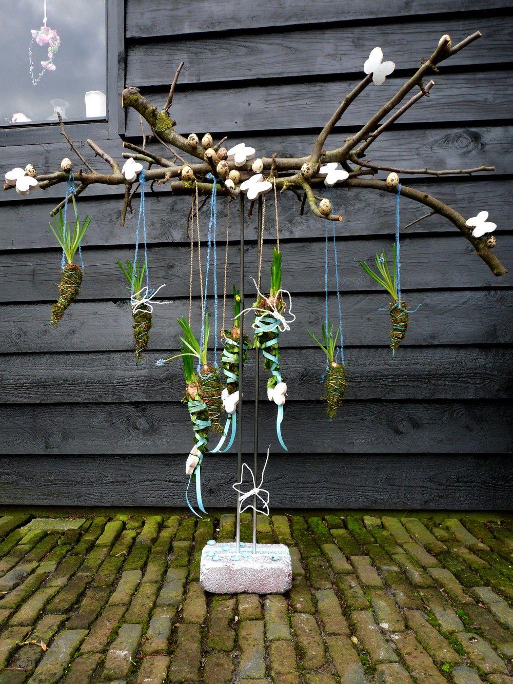 hangende lente voorjaarstuk met takken mos en bloembollen ostern pinterest ostern. Black Bedroom Furniture Sets. Home Design Ideas