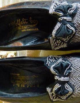 Art Déco - Escarpins à Talon 'Bobine' - Cuir Noir, Ruban et Broderies de Perles d'Acier - C.H. Wolfelt C° - 1904