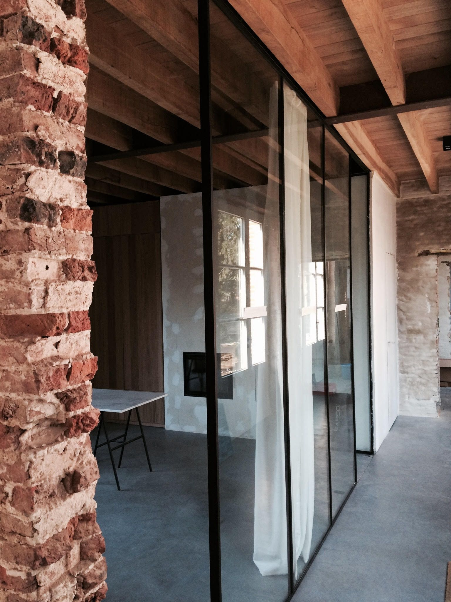 Architect: Michiel Van Raemdonck Steel window frame - restoration remise www.vanraemdonckmichiel.be