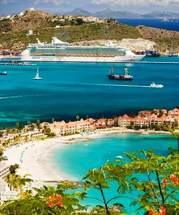 Caribbean island of Saint Martin, the aircraft to the beach