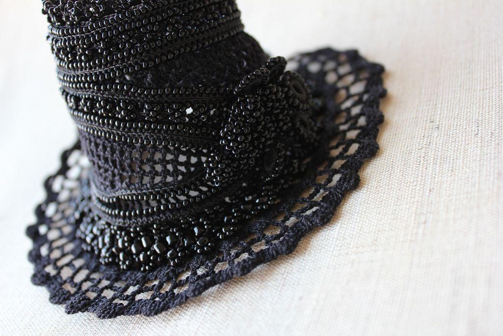 https://flic.kr/p/oYTTGJ   Black beaded crochet bracelet - Scabiosa Atropurpurea: bracelet with beaded flowers and black crochet lace