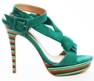 30d2ebb8a1 Pin de Melina Reyes em Shoes
