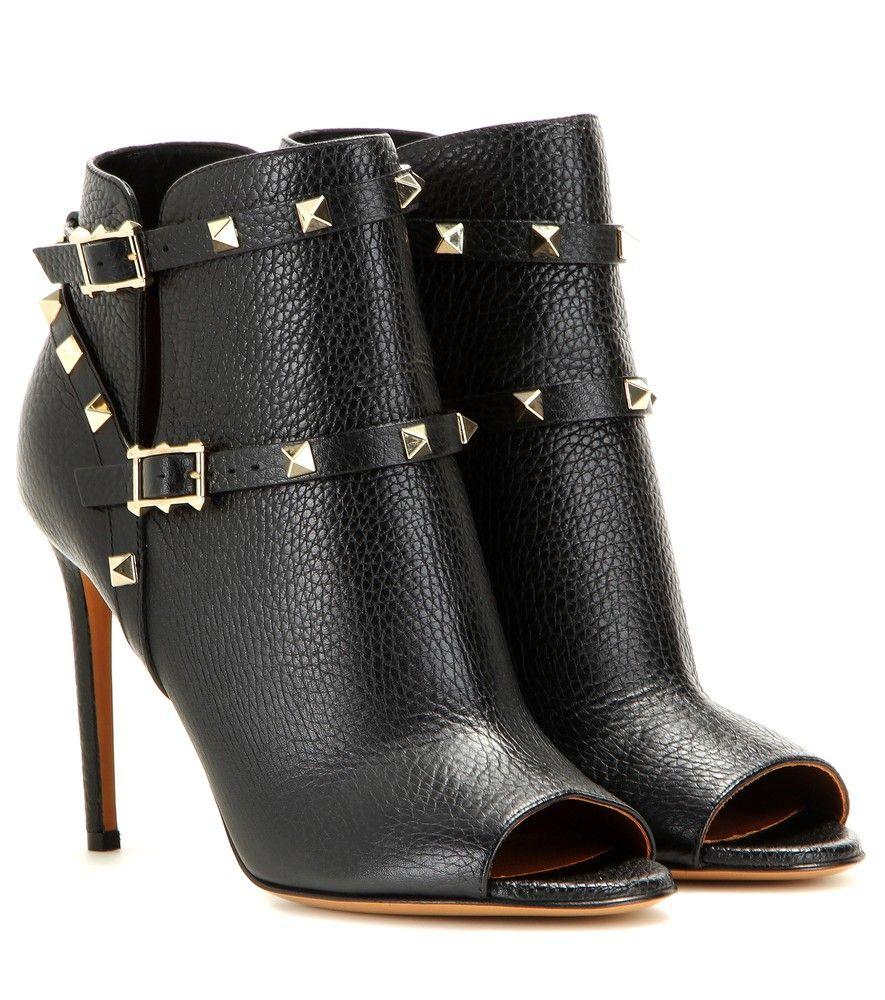 Valentino , Bottines en cuir à bout ouvert Rockstud , Succombez au look  total black de