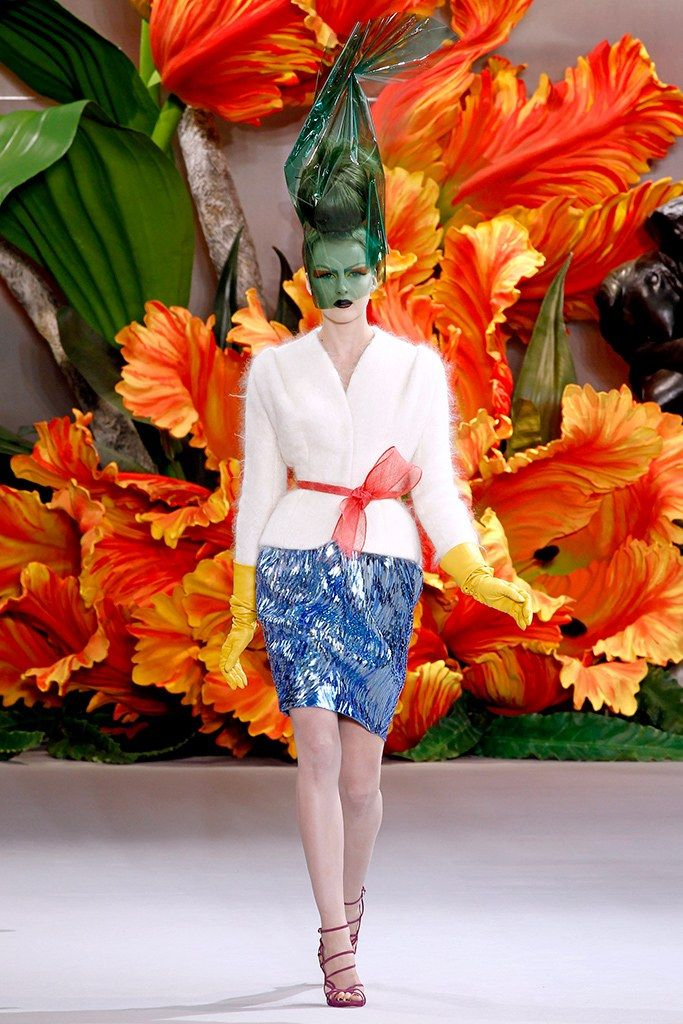 Christian Dior Fall 2010 Couture Fashion Show - Lisanne De Jong (NATHALIE)