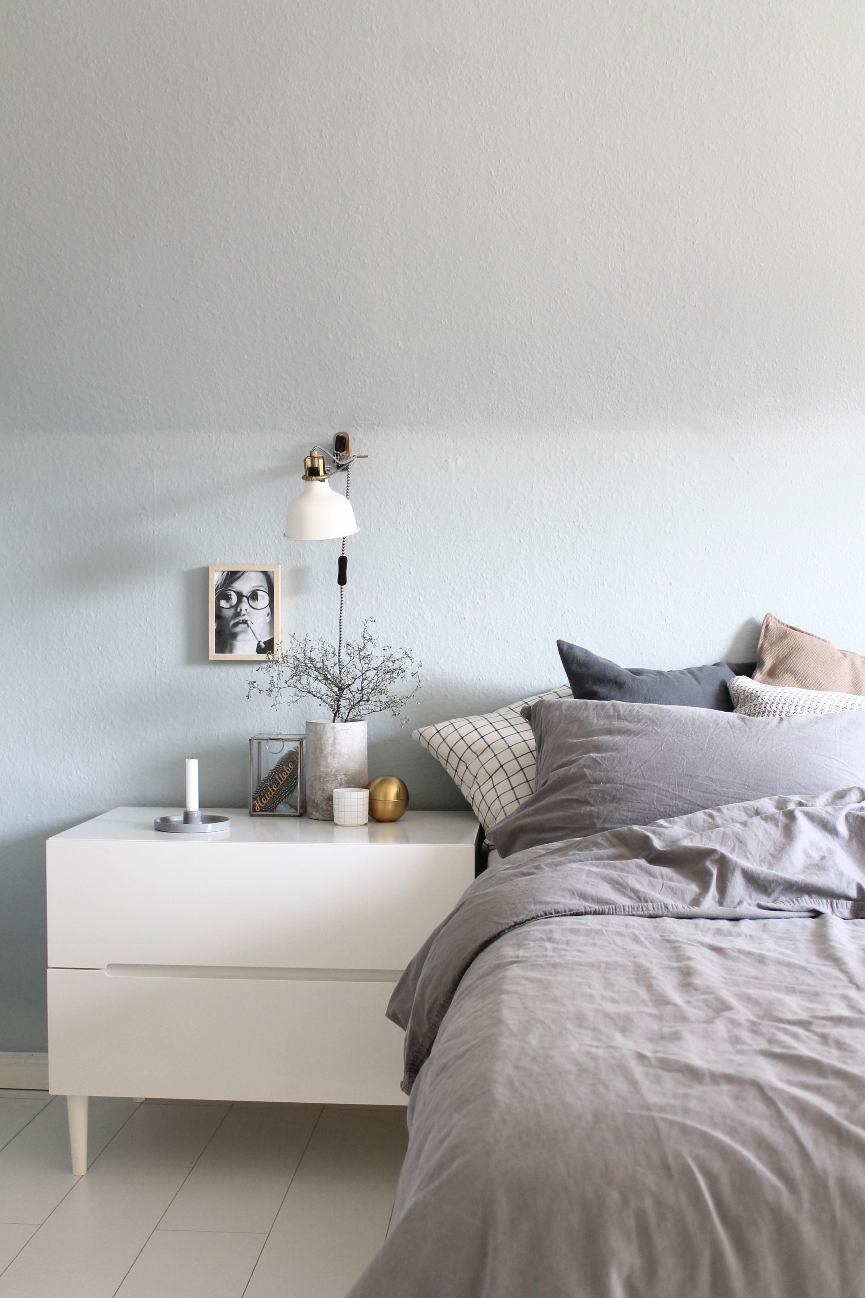 Schlafzimmer, Blau, Farbe, Streichen, Kolorat, Vanessa Paradis, Grau, Ikea,  Leinen, Ranarp, Gold, Messing, Concrete