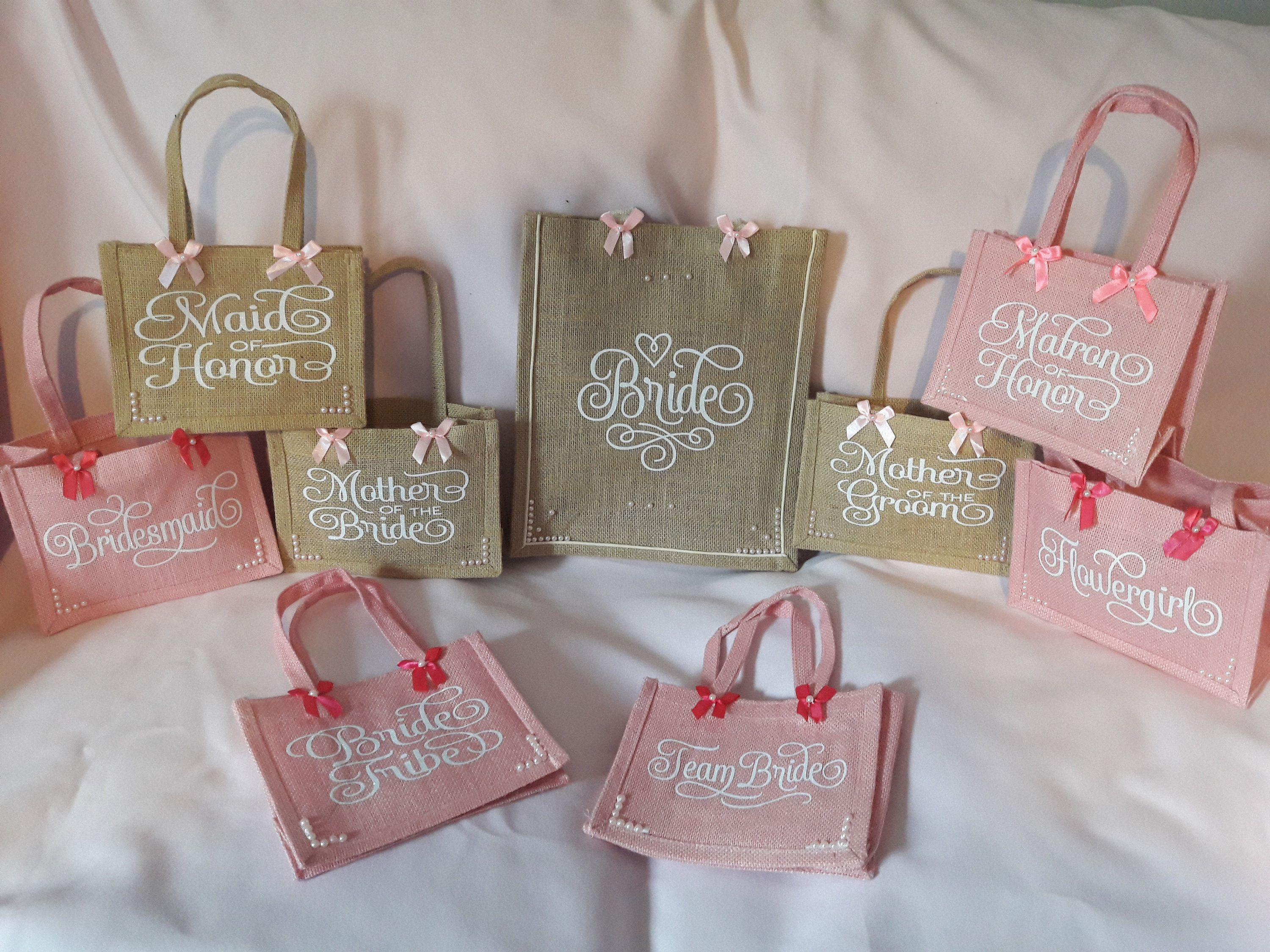 Bridesmaid Wedding Gift Jute Bag All Roles Available Flower Etsy Wedding Gifts For Bridesmaids Jute Bags Wedding Bag