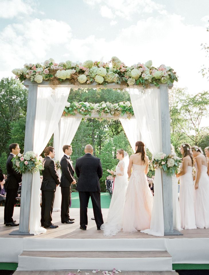 Chuppah Flowers:Dilly Lily Photography: Jose Villa