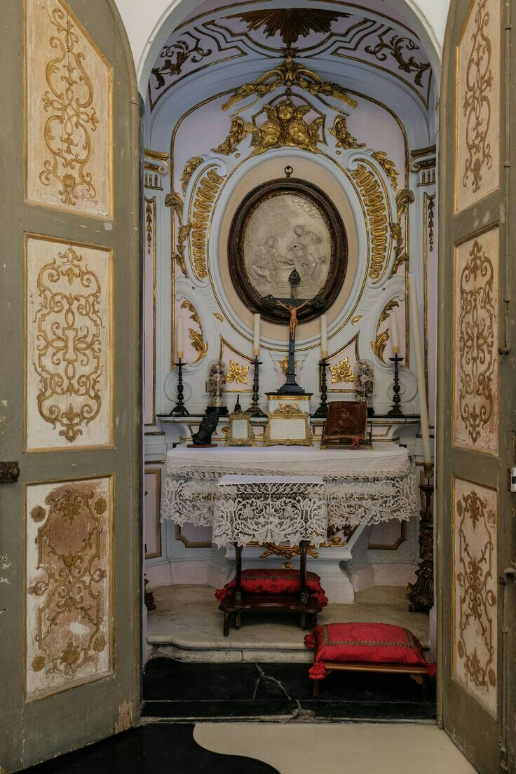 Cappella consacrata,appartamento di un palazzo del 1200 Genova